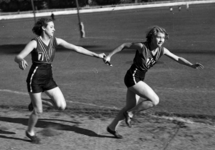 runners_in_a_relay_race_brisbane_1939